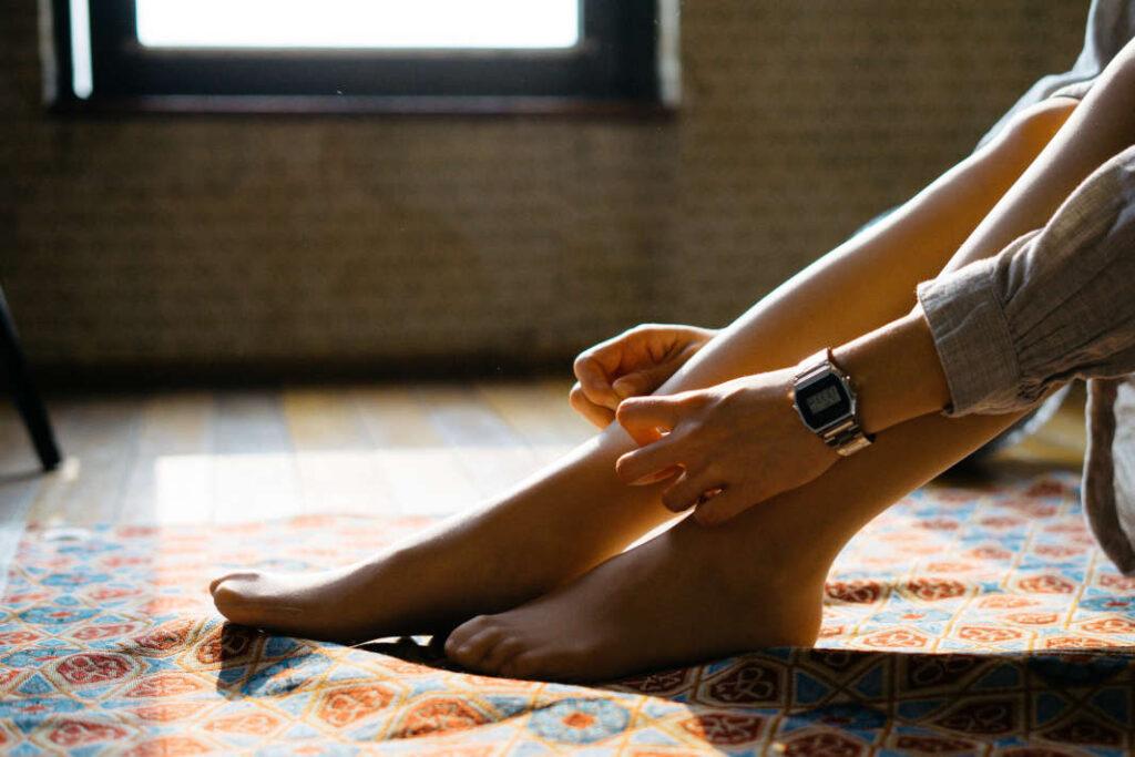 gambe-donna-calze-compressive-linfodrenaggio