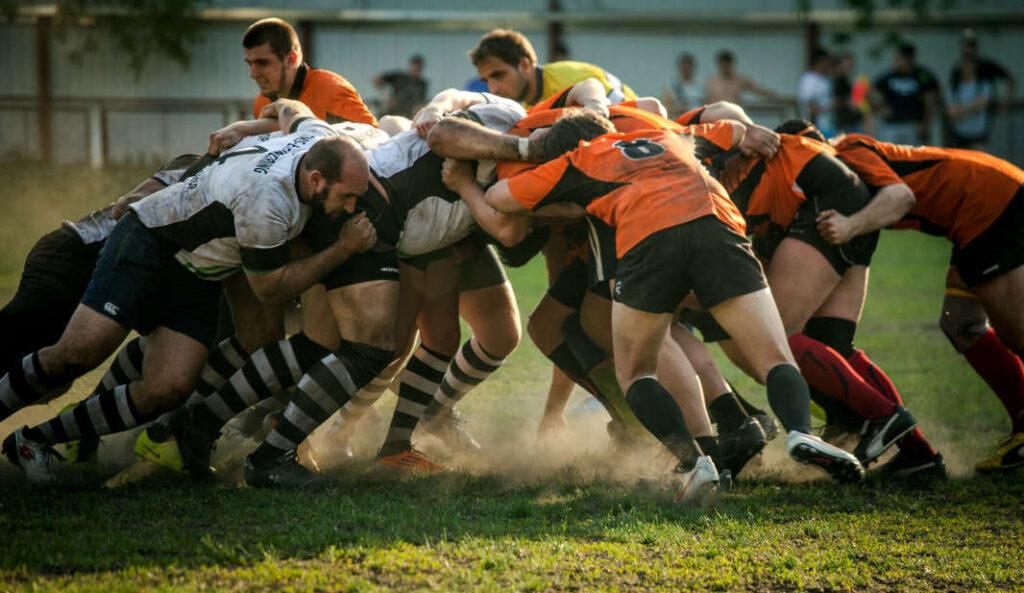 giocatori-rugby-mischia-frattura-omero