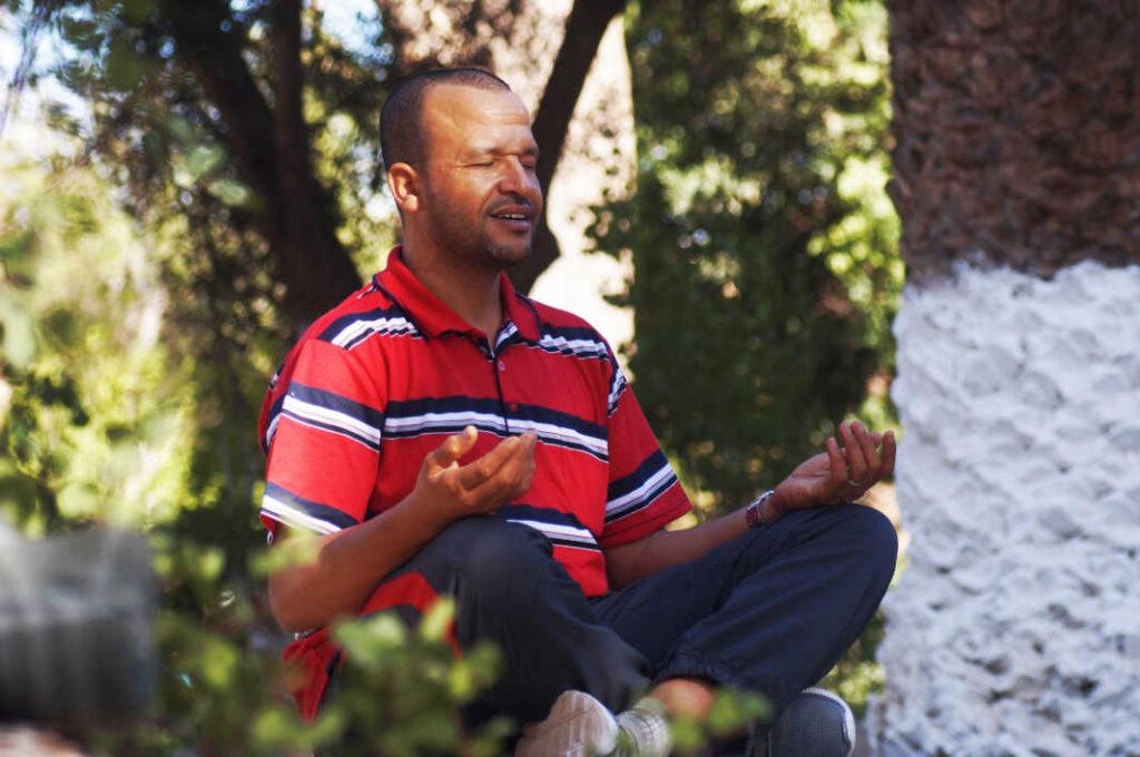 uomo-in-meditazione-fisioterapia-sciatica